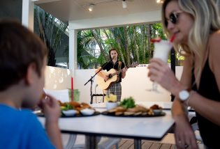 Live music at restaurant