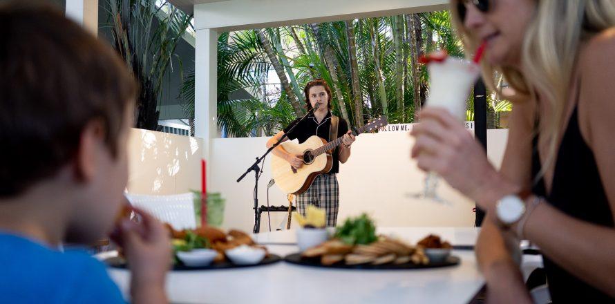 Live music at restaurant